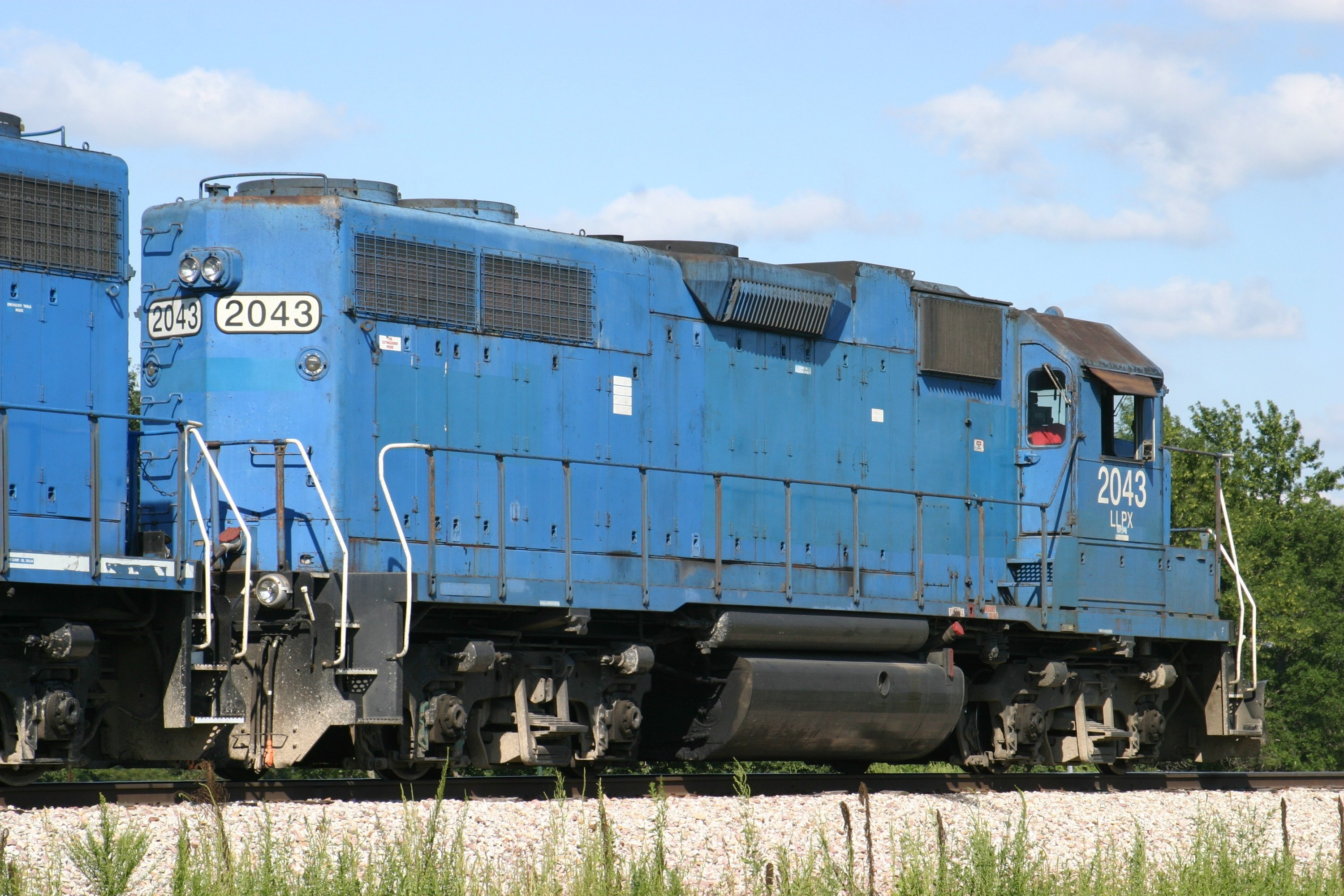 LLPX 2043 at Yocum Connection, IA on 07-Aug-2004