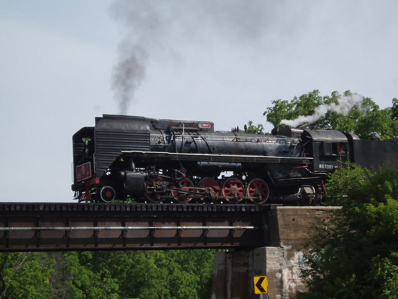 Steamers eastbound NE of Altoona on June 10, 2007 (photo by David Petersen)