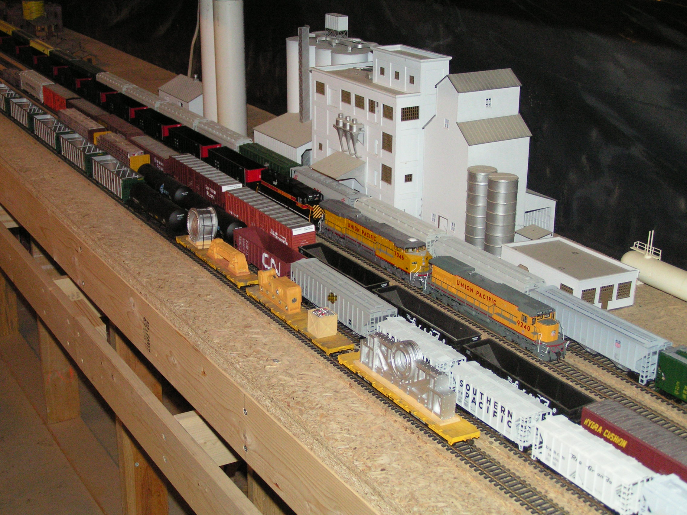 Units UP9240, UP7046, IAIS603 lead train CRMPL-8 at Cheyenne Yard on the Midland Central layout.