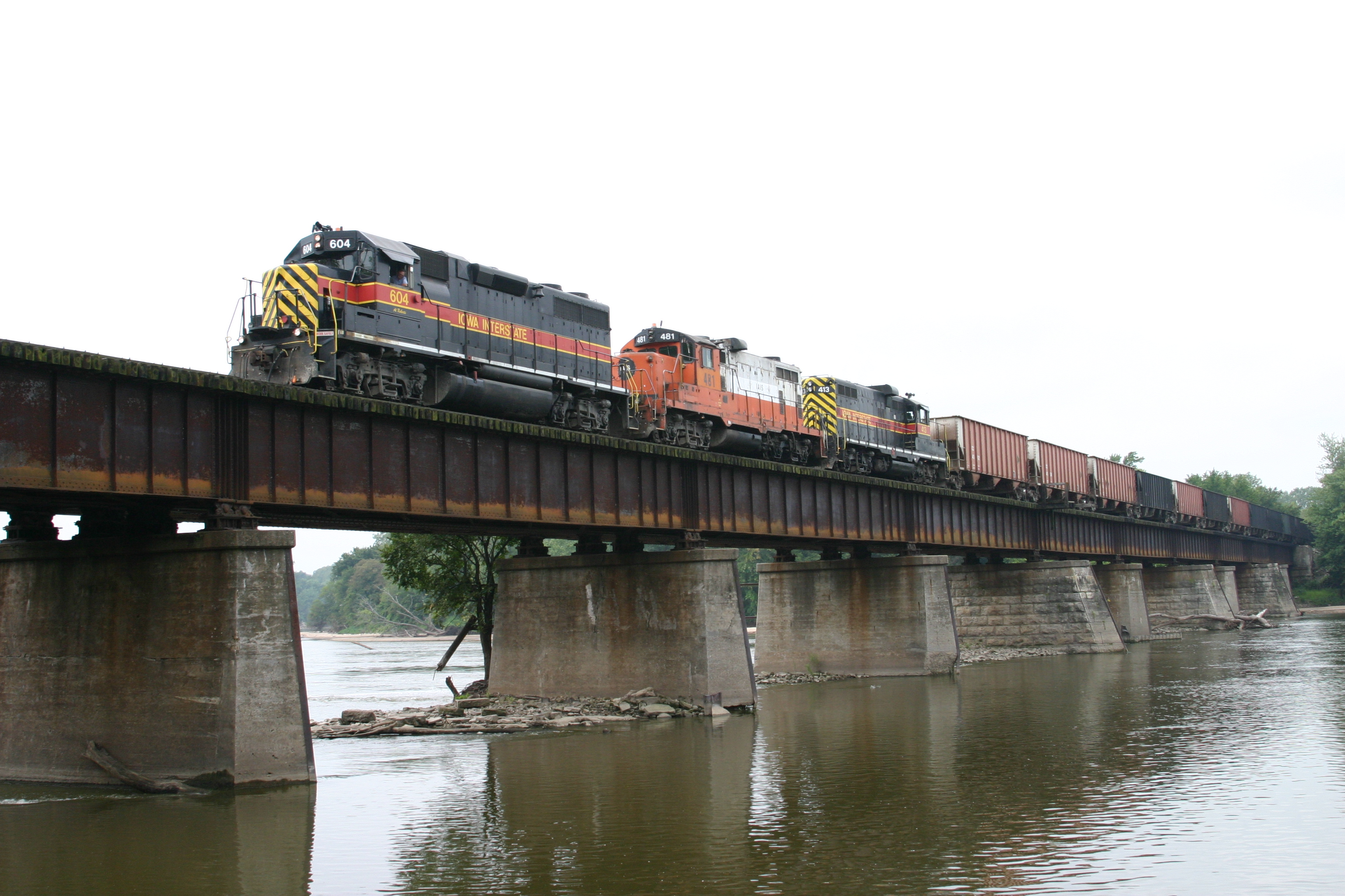 IAIS 604 east crossing the Cedar River just west of Moscow, IA, on 26-Aug-2004