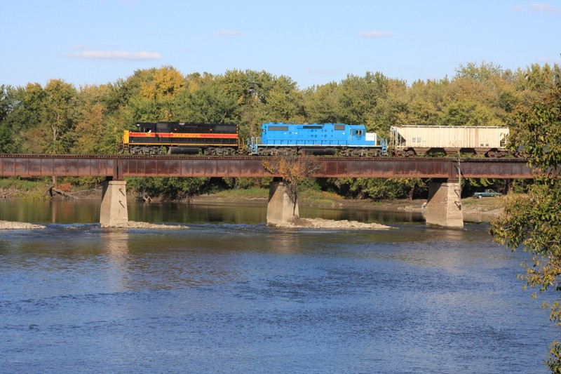 720 and 154 step out across the Cedar River at Moscow, IA