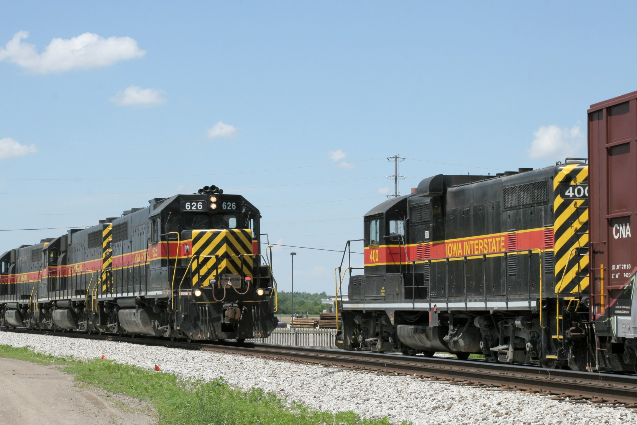 The light power from CBBI-31 (626--627-602) comes forward to start up 400 and add her to the consist