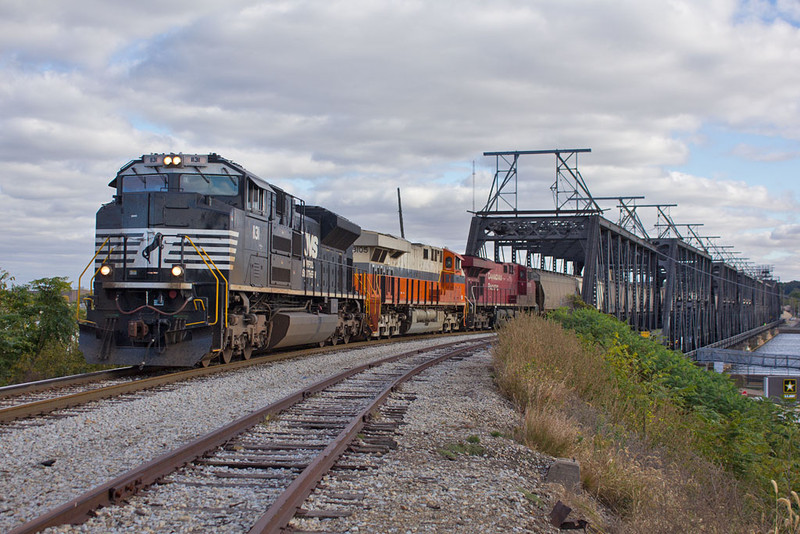 NS 8105 (Interstate)  NSPEDM at Davenport, IA  October 9, 2015