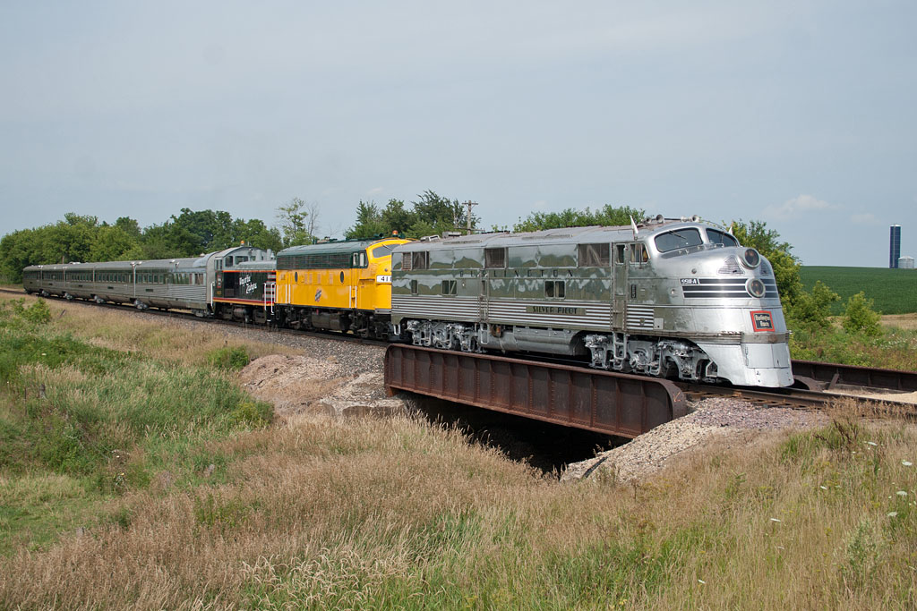 The NZ slows to head into the siding at Kittredge, IL.
