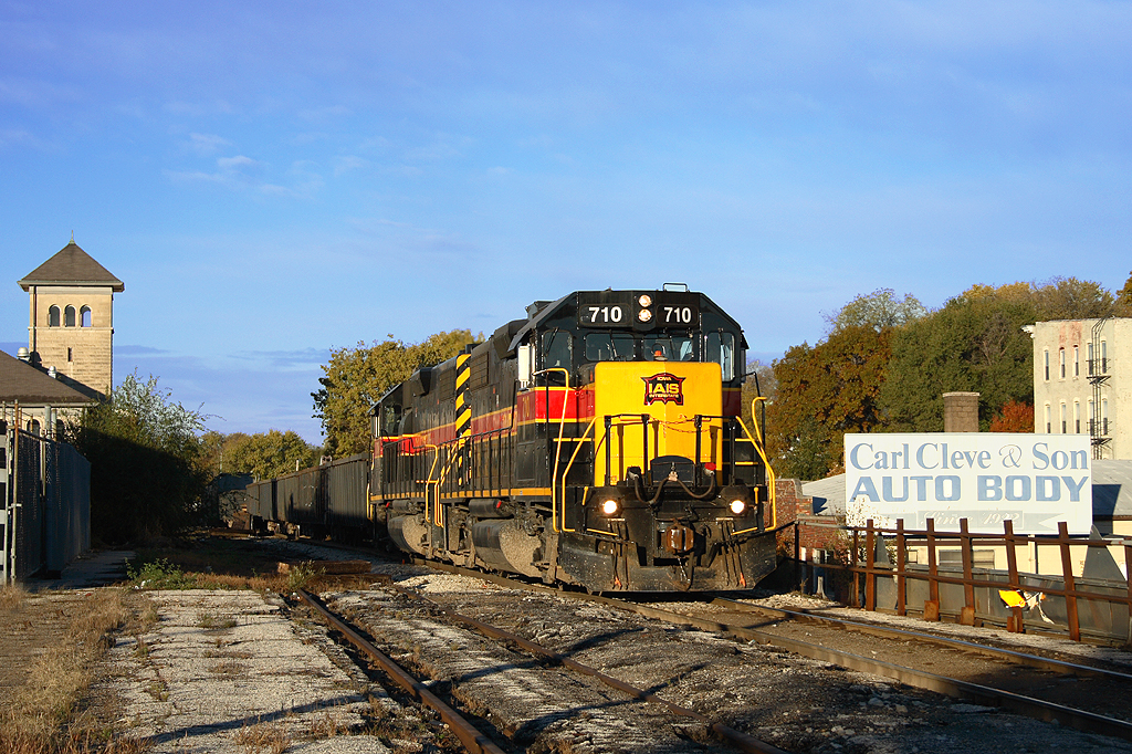 RISW pulls a cut of cars east out of the IC&E interchange at Missouri Division Junction in Davenport, Iowa. A pair of 700s lead the charge to Rock Island Yard. Date is October 28th, 2006.