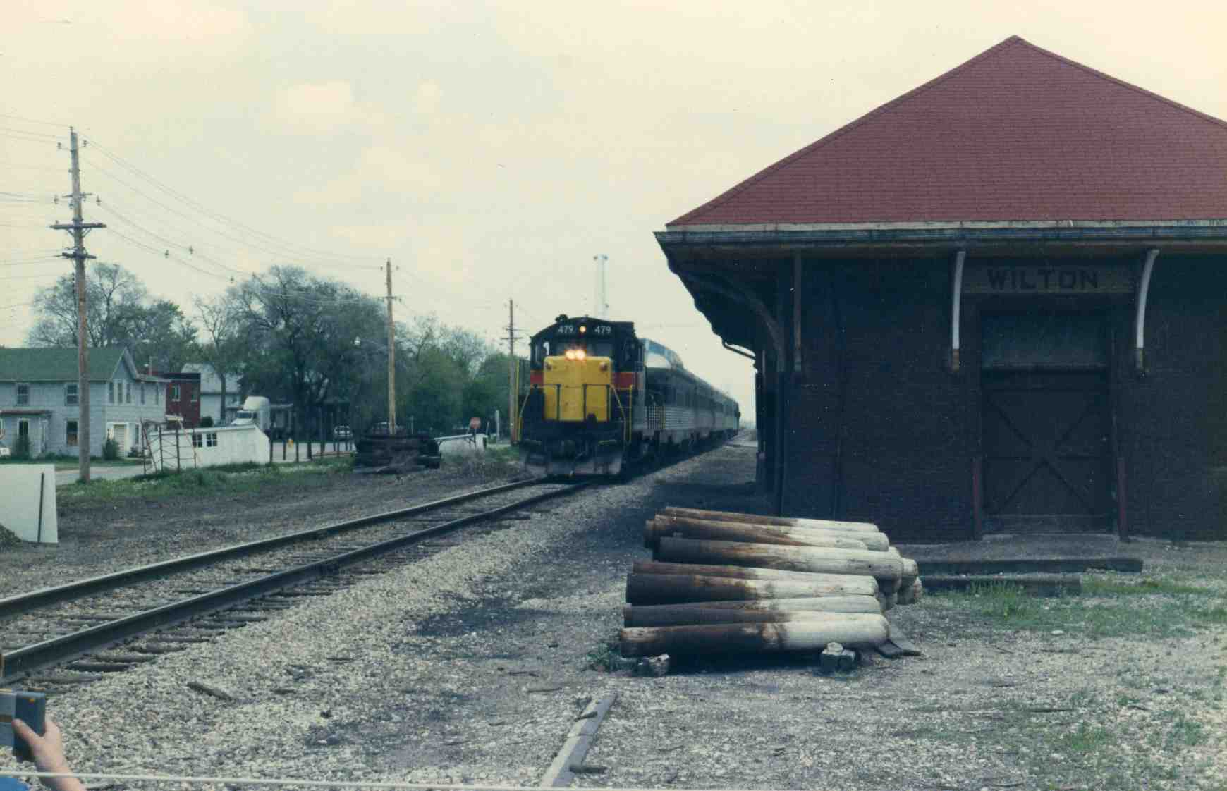 479 and the Quad City Rocket approach the Wilton depot