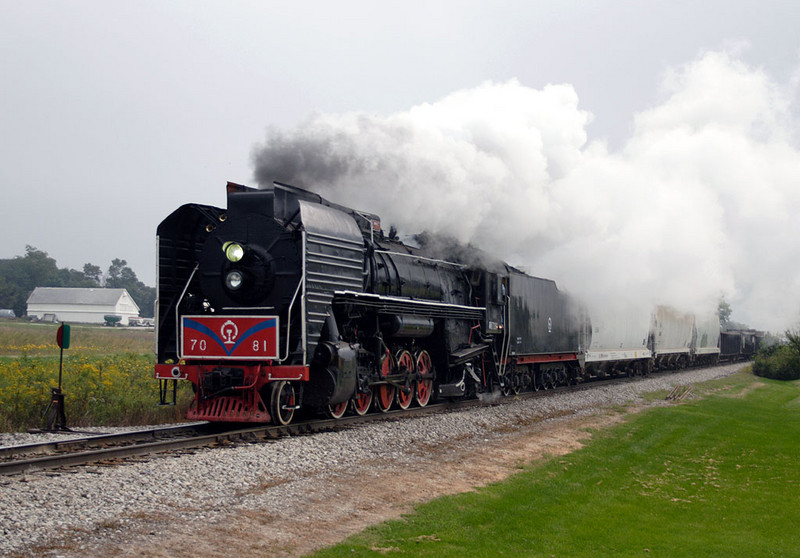 The 7081 heads west through Homestead on 09-Sept-2006.