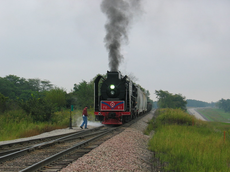 Steamer backing out of the east leg at Yocum after the east train has cleared, Sept. 9, 2006.