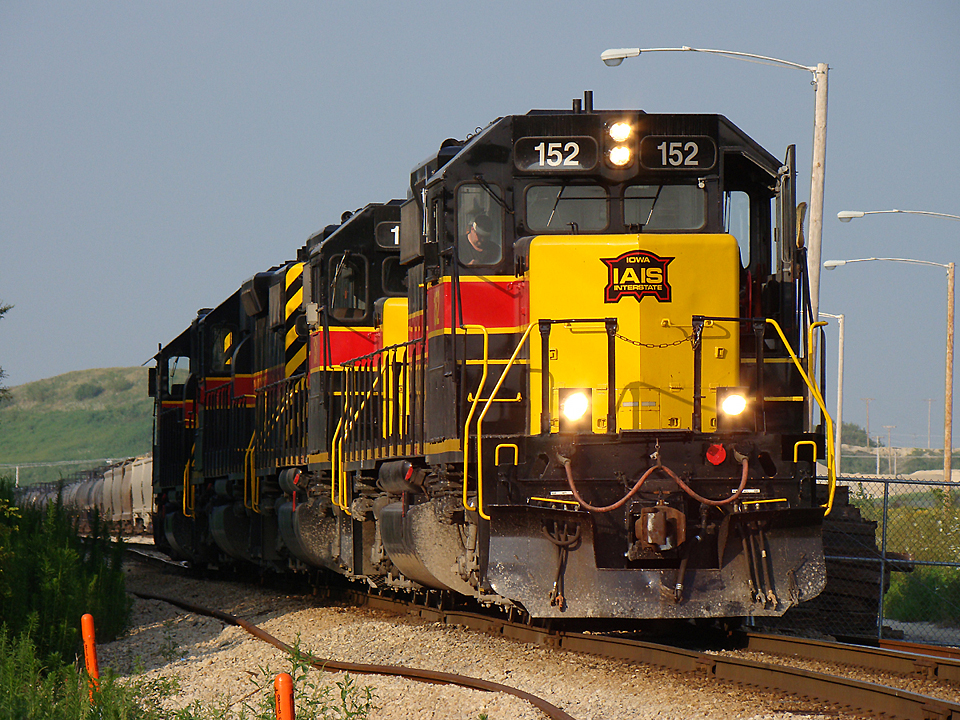 152 waits at the west end of the CRANDIC yard in Cedar Rapids to couple onto the CRIC.