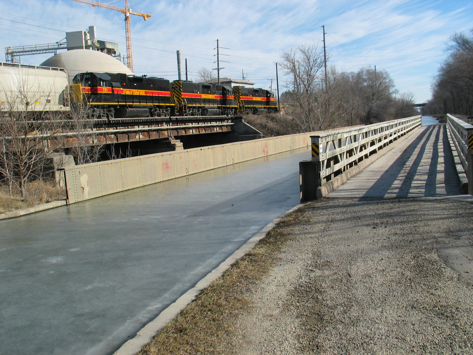 Looking east along the I&M Canal at an acqueduct.  Feb. 14, 2006.