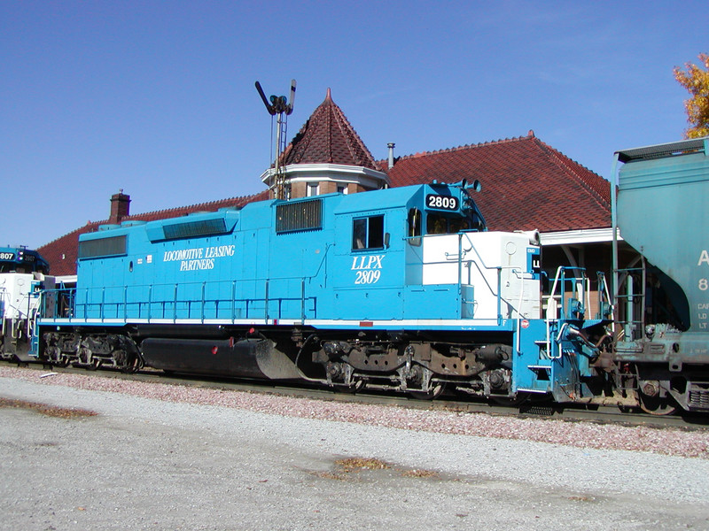 LLPX 2809 passes the Iowa City depot
