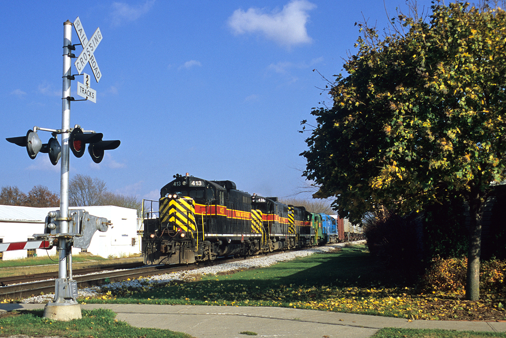 "In the twilight era of the 400s, IAIS 413 West hammers through Walcott, Iowa with ""BICB"" October 29, 2004"