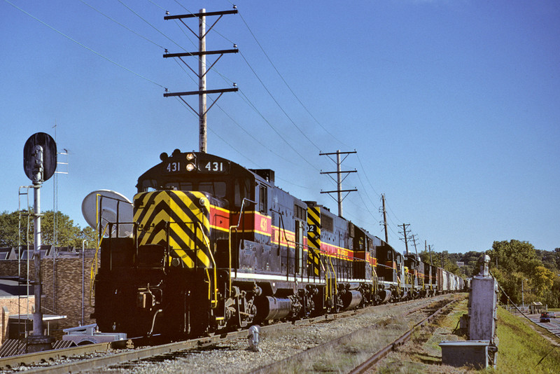 With a ticket to pass from the bridge troll, #431 has a westbound move ready to cross the Mississippi River via the Goverment Bridge at Rock Island, Illinois, October 8th, 1995.