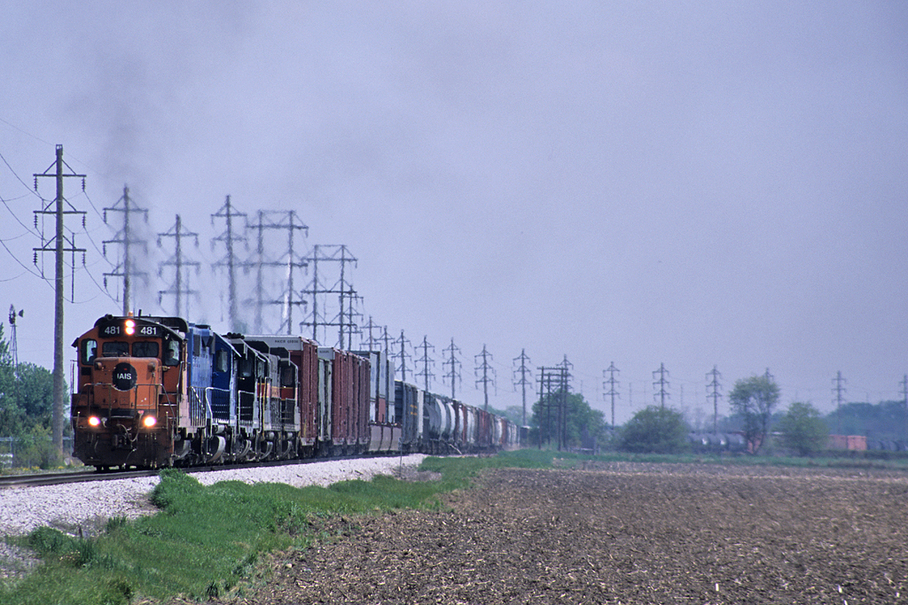 #481 brings up a BICB train from the Mississippi River valley, passing Probstei, Iowa May 16th, 2003.