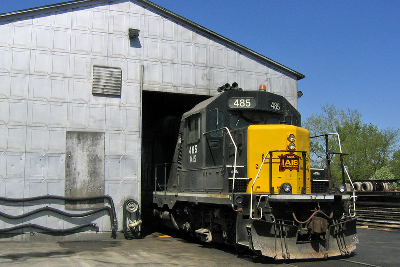 Goofball unit 485 pops it's nose out of the shop at Iowa City, Iowa April 26, 2006