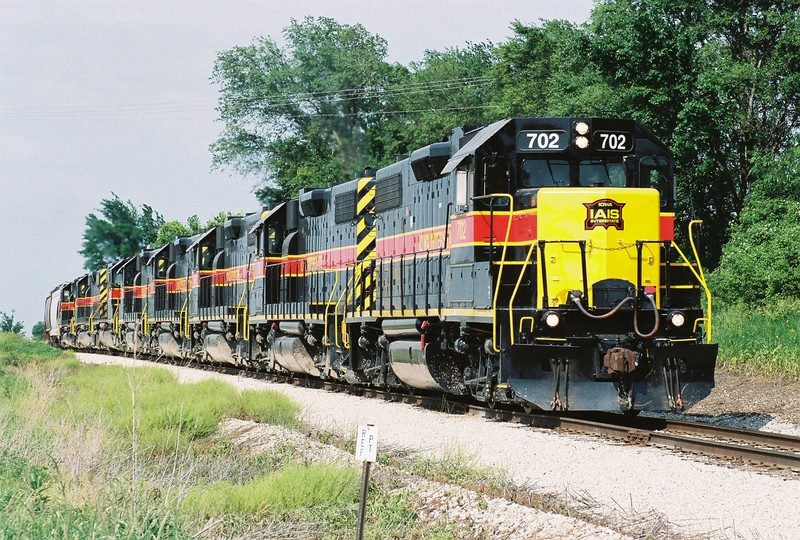 702 leads a combination of 8 locos on the CRIC. The last four are the SD-38's from the CRIC while the front four are on the CRPE after dropping of a load of coal at ADM in Cedar Rapids in this September 6, 2006 photo.