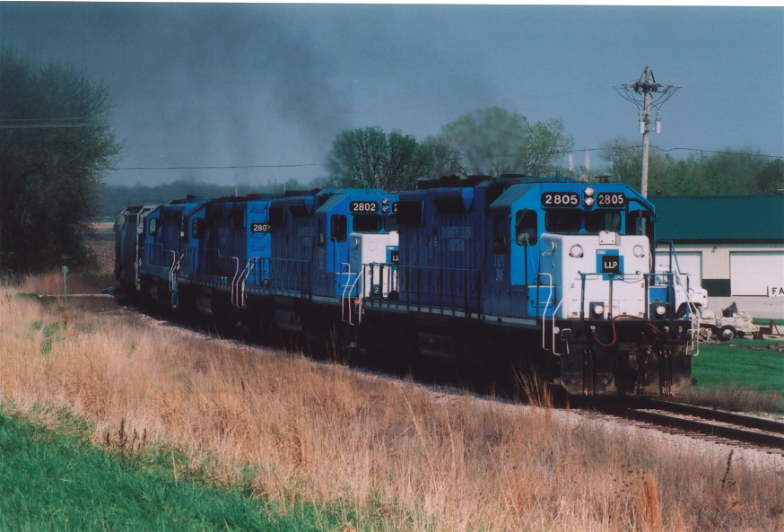2805 on the point of the CRIC out of Fairfax, Iowa on the Crandic in spring of 2005.