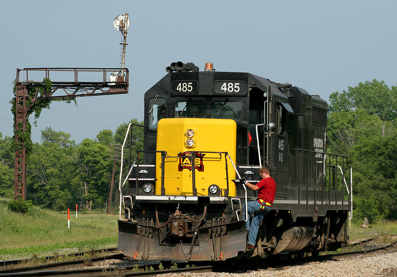 Using the wye at Bureau, IL to run around the weed sprayer.  16-Jun-2006.