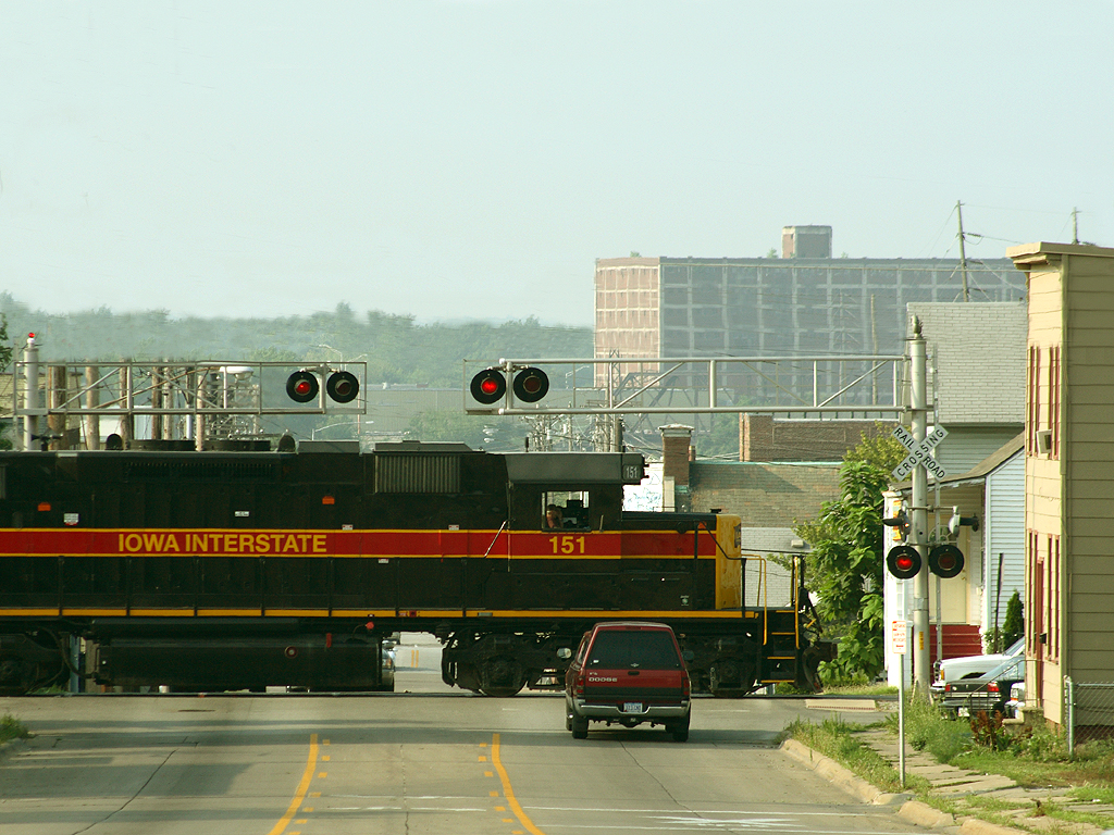 """151 West begins the march up the hill at Davenport, Iowa with an """"RIIC"""" turn July 19th, 2006."""