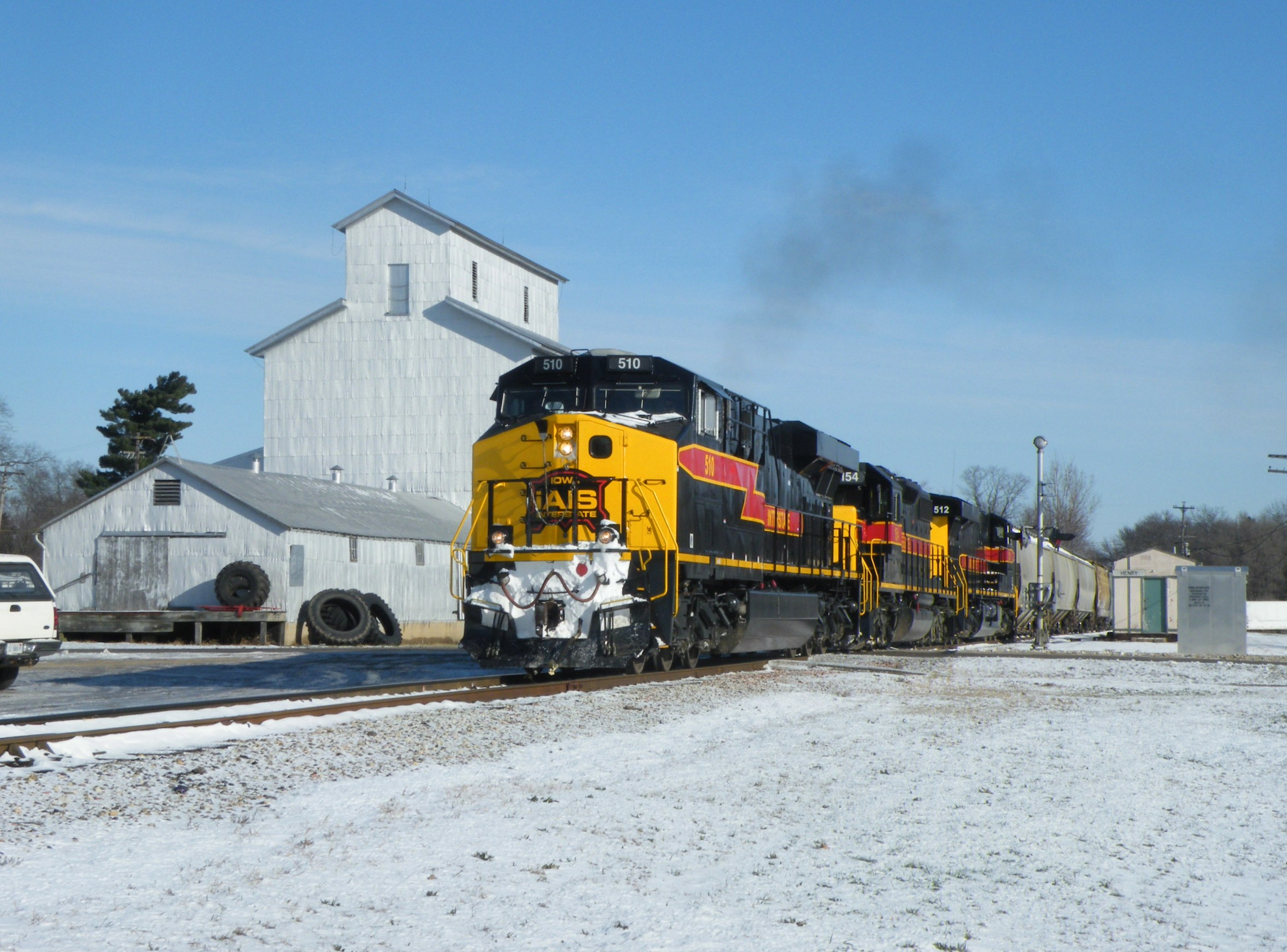 510, 154, and 512 get back underway after a short pause in Henry.