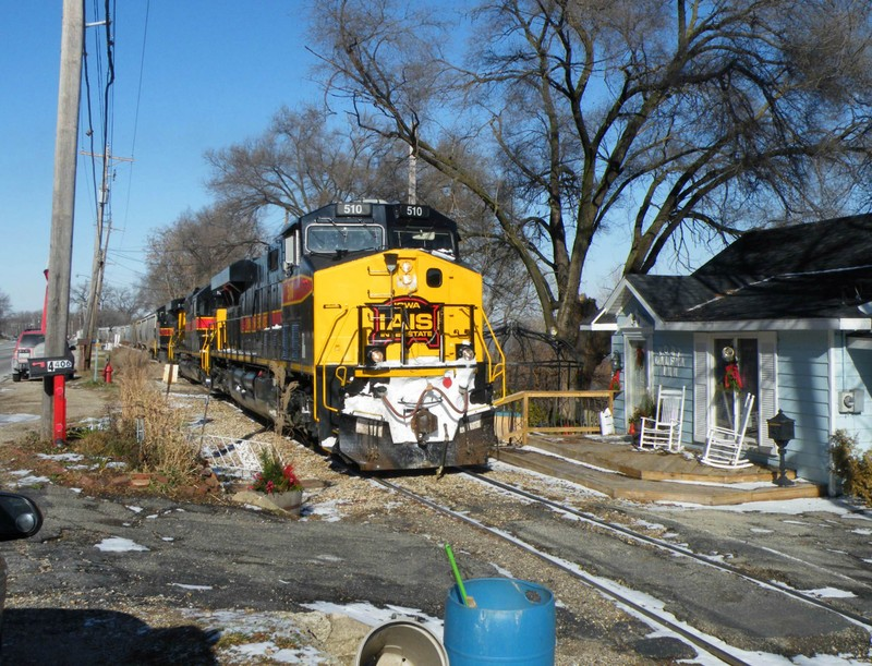 Nearing Limit Yd Yard Limits, the BUSW is down to a crawl as they maneuver the tight quarters in Peoria Heights.
