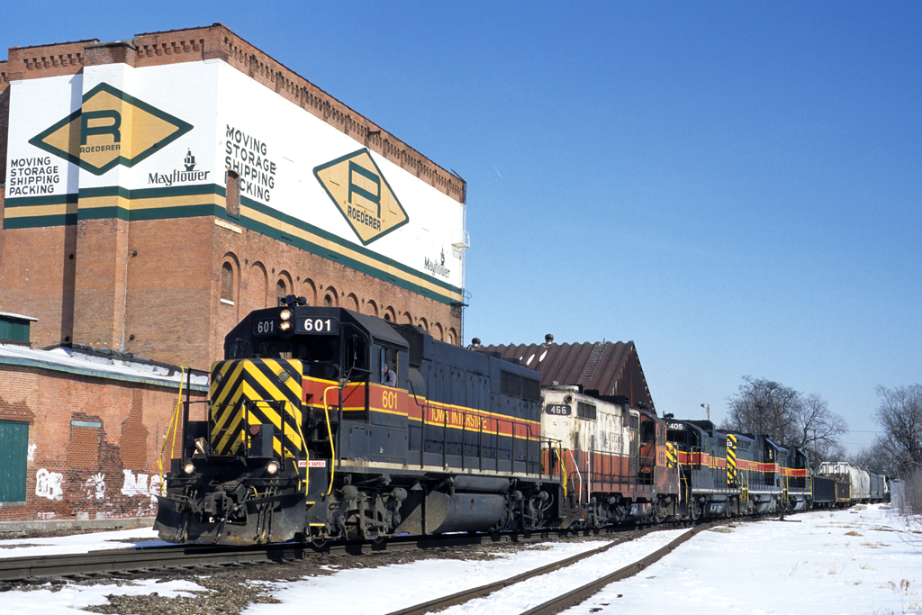 601 West passes Missouri Division Junction at Davenport, Iowa on March 12, 1999.