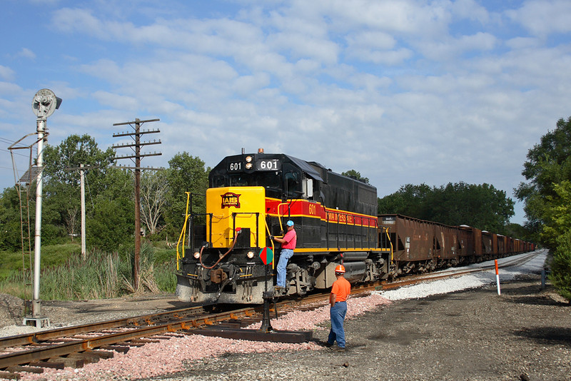 601 works the RISW at Carbon Cliff, Illinois with ballast for the new Silvis siding.