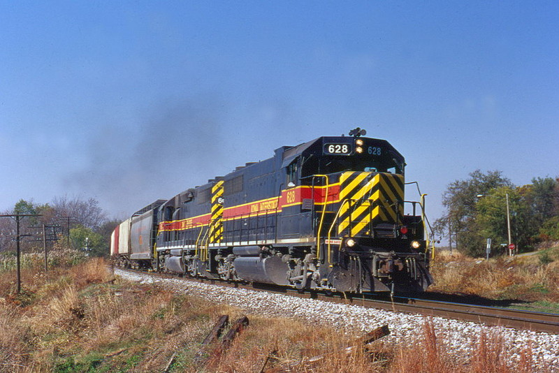 628 comes at you eastbound in Colona, Illinois October 27, 1999.