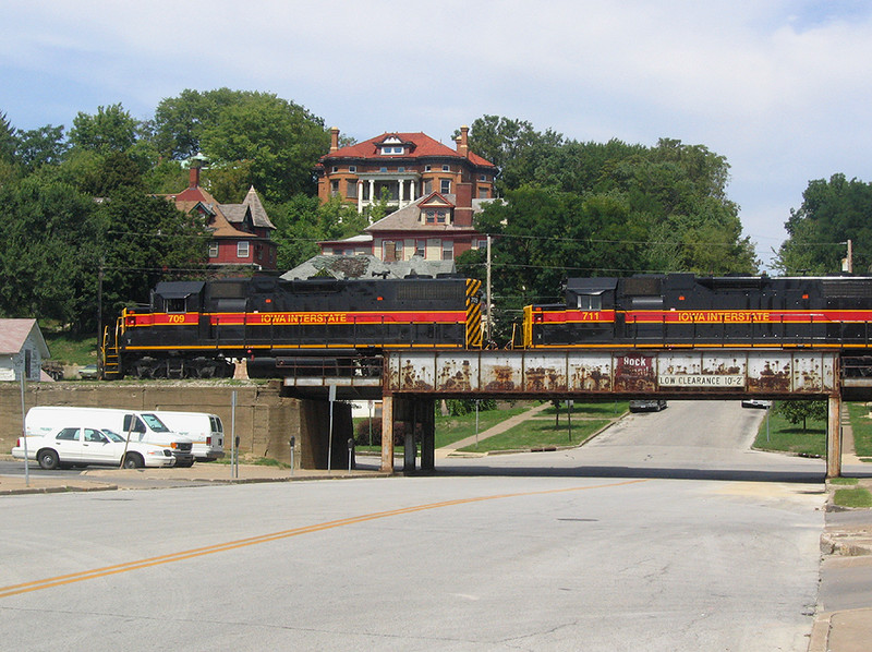 "709 West passes the Scott County Jail at Davenport, Iowa with a ""BICB"" train   August 28, 2005"
