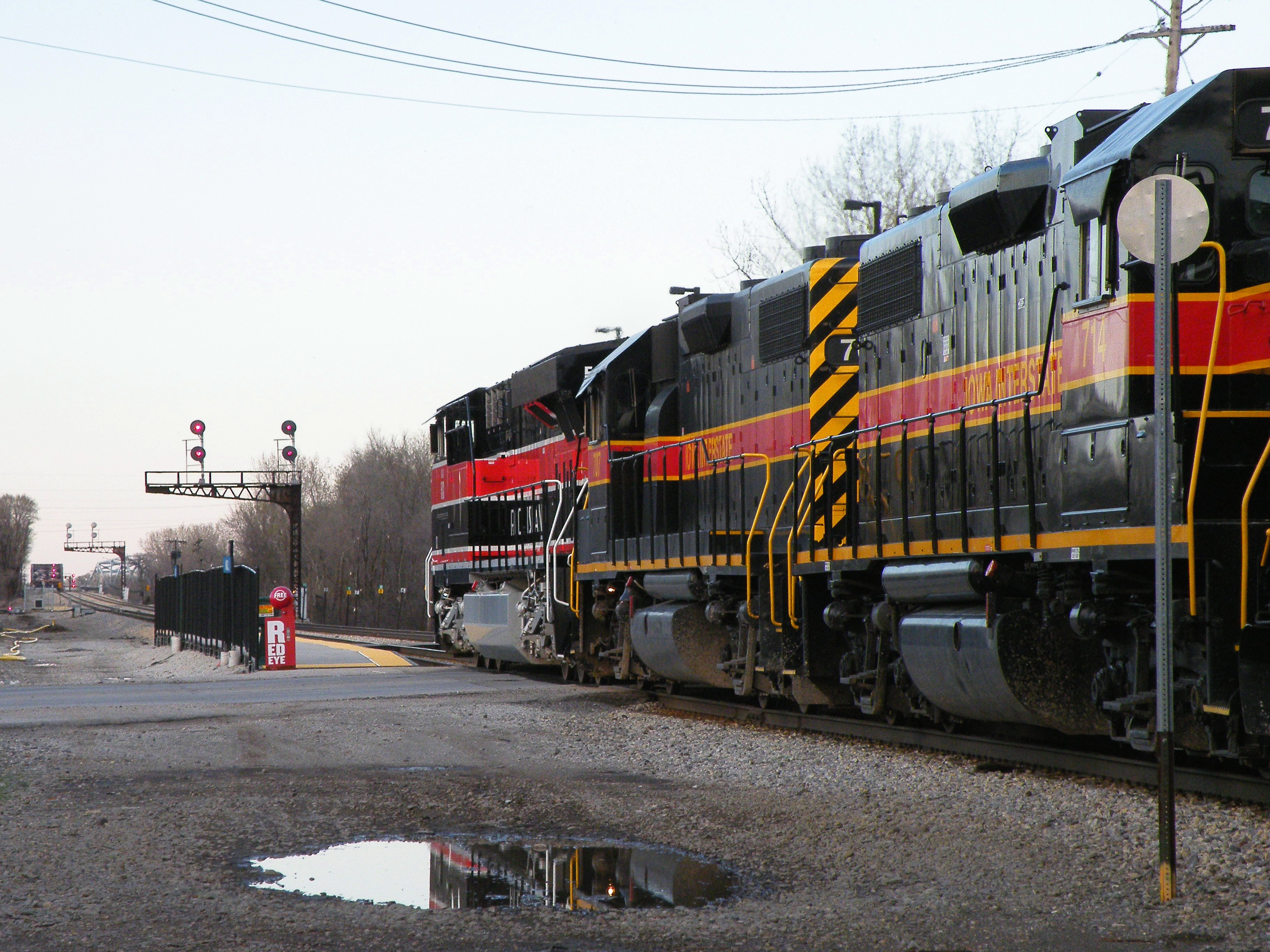 BISW saved the day as they make a reverse move down the Rock main for the IHB. 513 and a pair of 700's lead the shove. 04-03-10