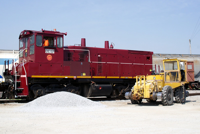 CIC 117 at Hills next to trackmobile.