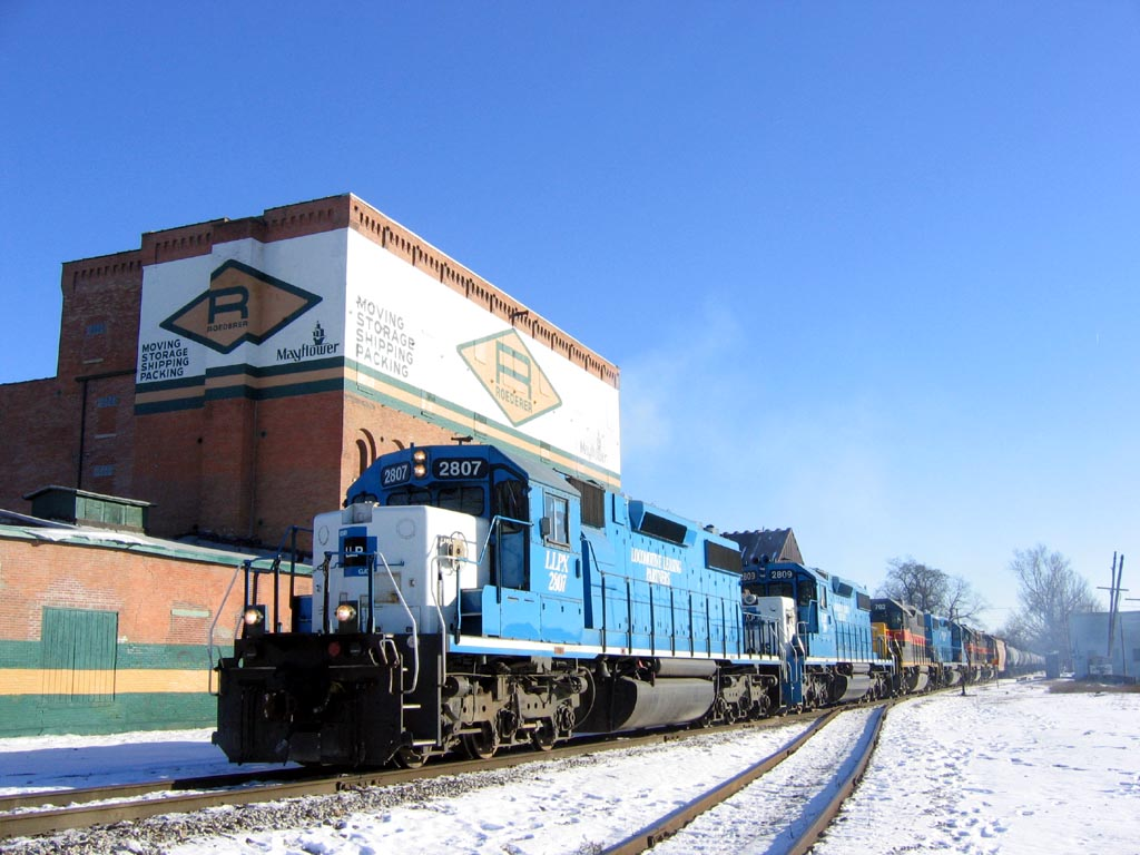 "2807 departs Missouri Division Junction at Davenport, Iowa with ""RIIC""  January 16, 2005"