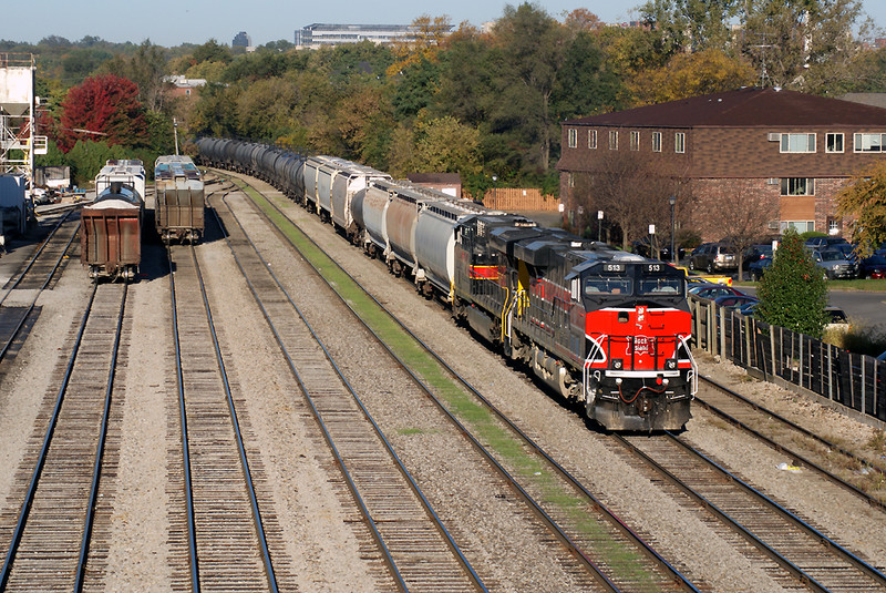 513 leads the CRIC into the Iowa City Yard.