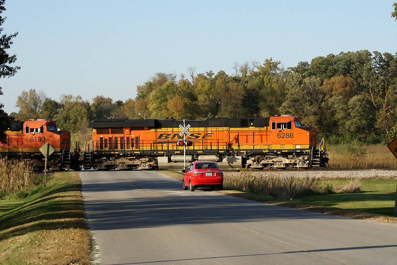 A BNSF dispatcher from Texas stops to shoot the coalie at Homestead.
