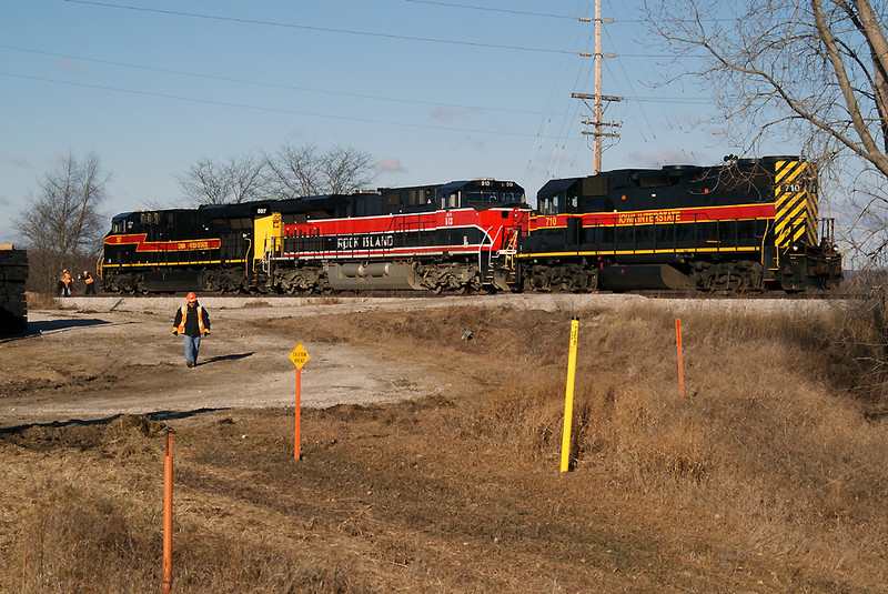 710 along with 513 and 507 get ready to head east.