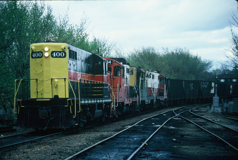 400 works the yard in Iowa City pushing a load of coal down the hill to interchange with the CRANDIC (before Yocum Connection). Notice the clean long hood lines and the distinct numbers. 11-May-1988