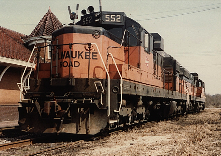 Milwaukee SD-10's 552 and 553 in front of the Iowa City depot.