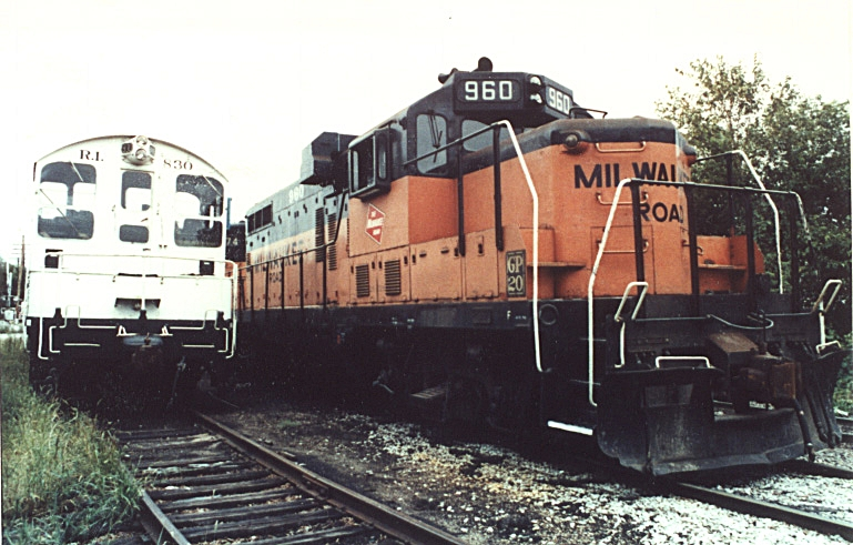 Milwaukee GP-20 960 sits next to RI SW-8 830 in Iowa City. 830 was on one of its last car search and find missions.