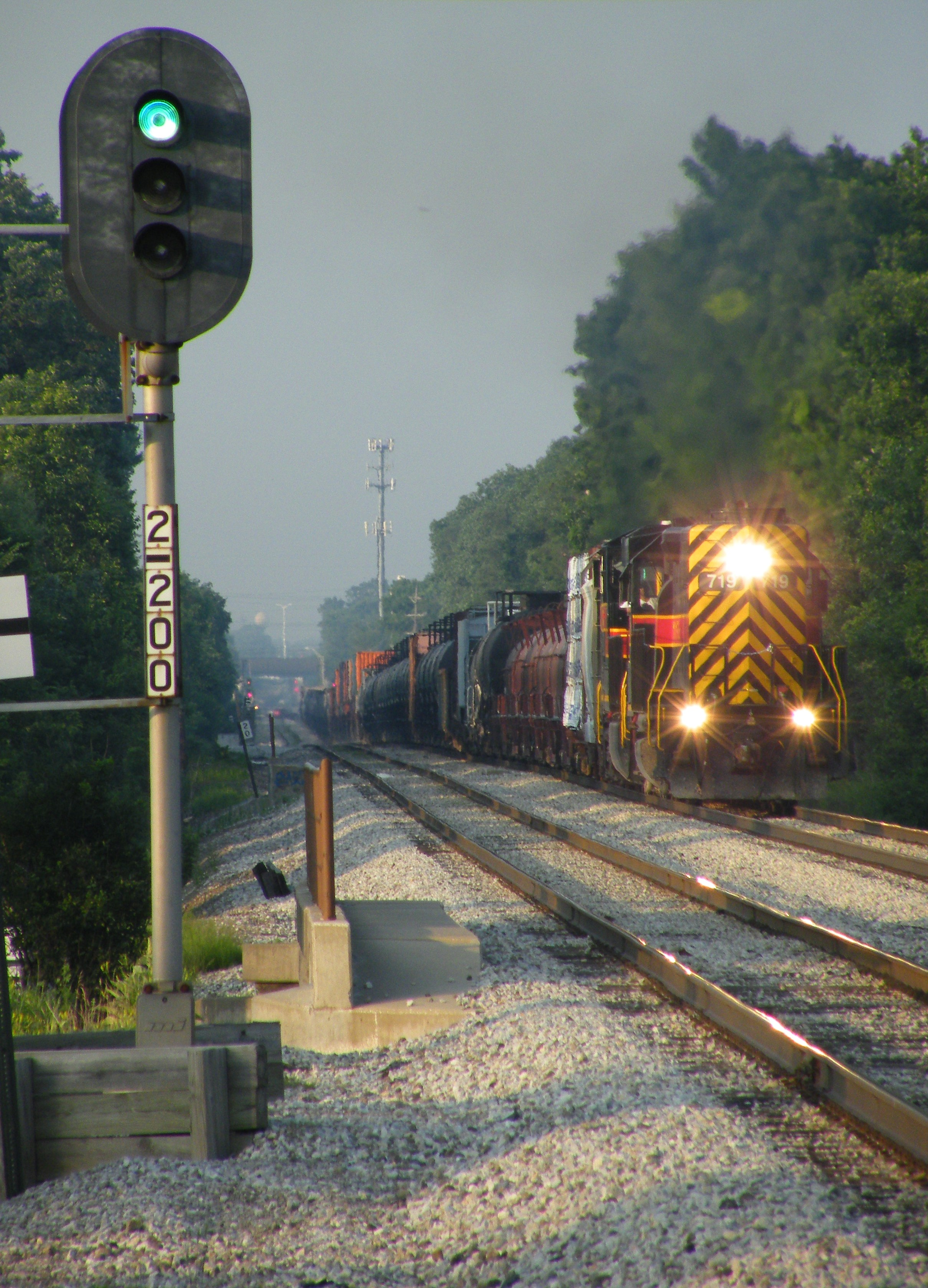 The next eastbound Metra has his signal as BICB with 719 and 506 thunders westbound at Oak Forest. 06-23-09