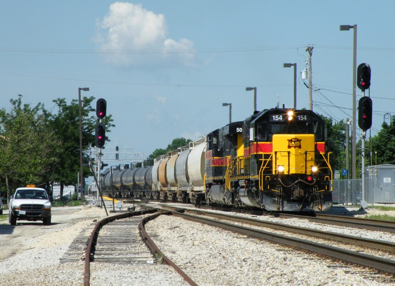RIBI led by 154 and 509 thunder through downtown Mokena with extra tonnage from Cedar Rapids and Rock Island. 06-25-09