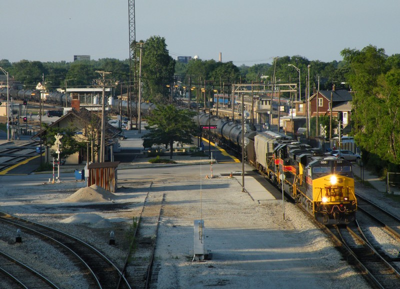 Iowa 500 leads the daily westbound manifest through Western Ave. Jct  just out of Burr Oak Yd. 07-20-09