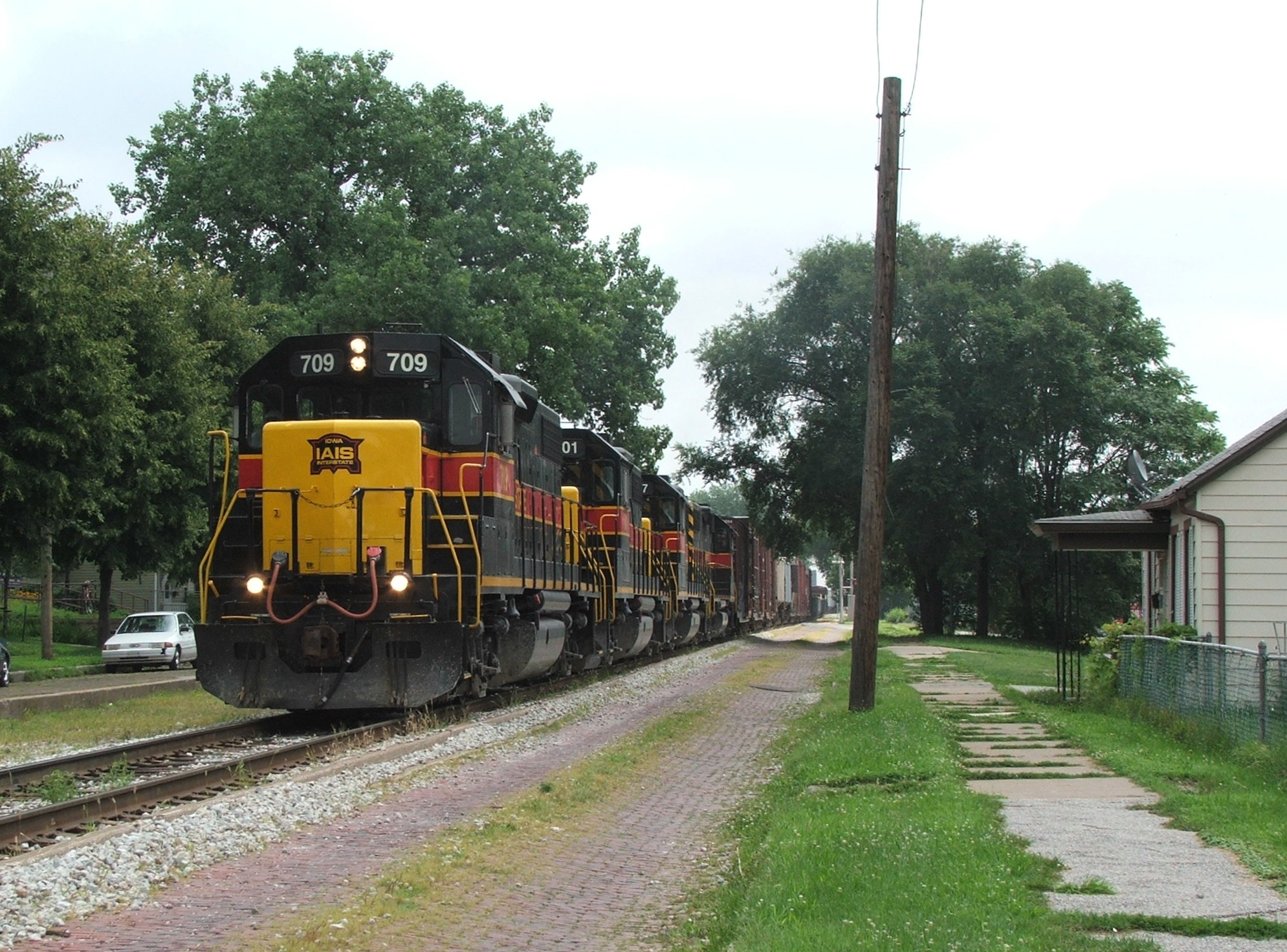 Iowa 709 with its mean sounding Leslie RS5T blaring bounces through Davenport with todays BICB. 07-22-08