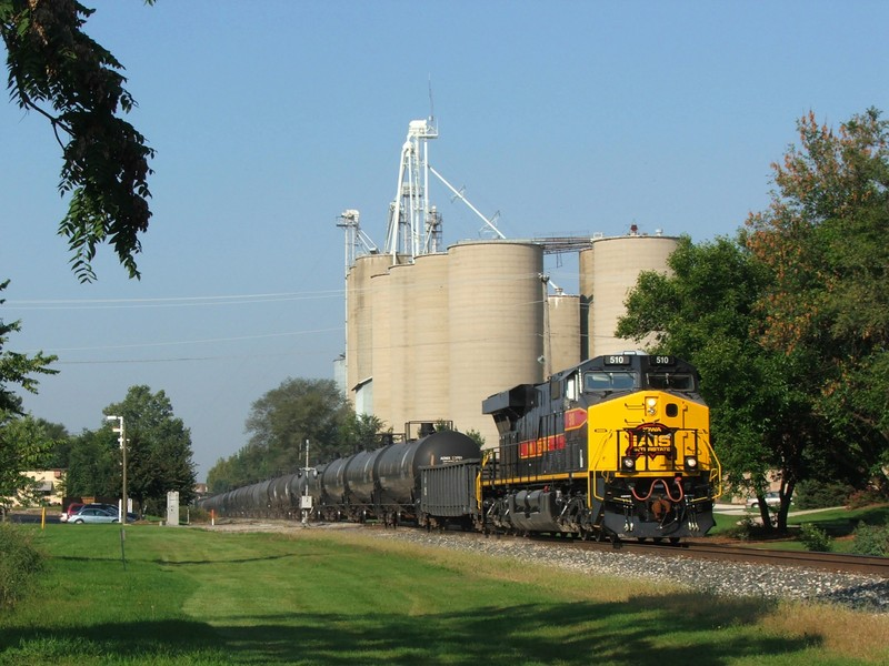 The new GE bounces through the mud spots on CSX's New Rock Sub as the train glides through Minooka.