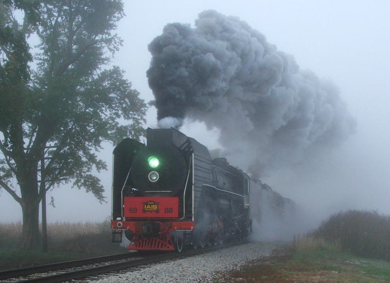 Racing east just outside of WIlton, IA, the two steamers put on quite the show...