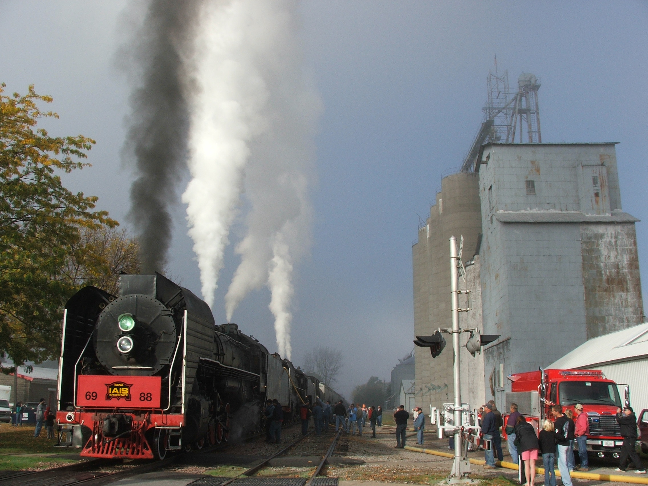IAIS 6988 and 7081 take on water as the throngs of people gather, and the sun finally breaks through!