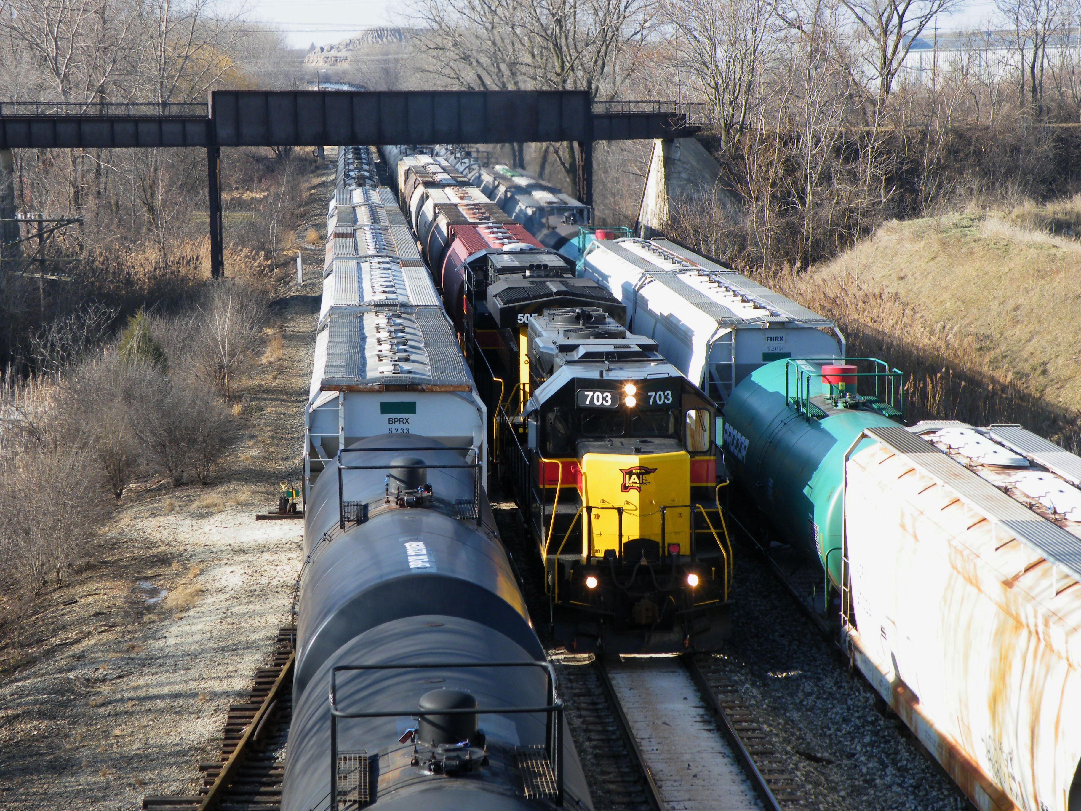 Its a full house in Rockdale as an extra RIBI heads east under the old Joliet Junction with a GP/GEVO combo. 12-28-08