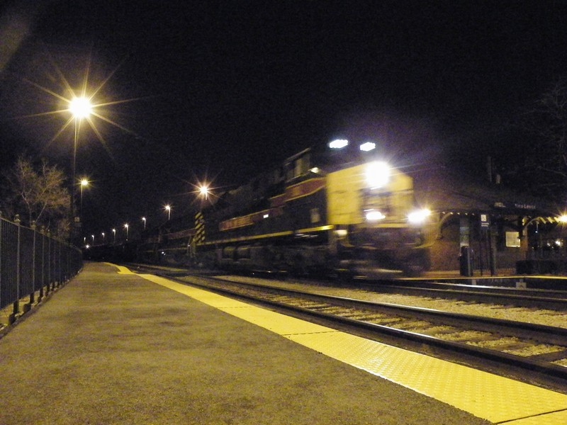 Iowa 502 leads a pair of 700's on a BICB type train as they fly through New Lenox on a frigid winter night 01-03-09