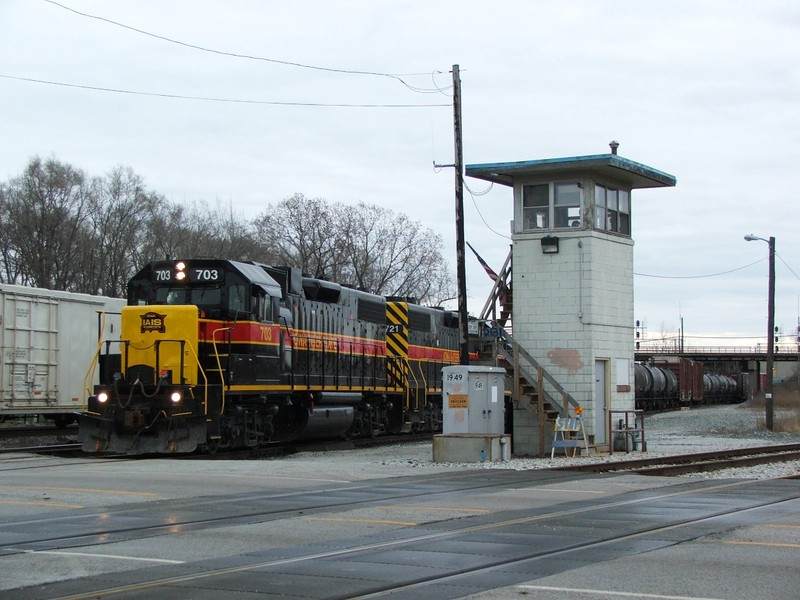 Iowa 703 and 721 work BISW as they return from IHB's Riverdale Yd passing through BI Junction. 04-01-07