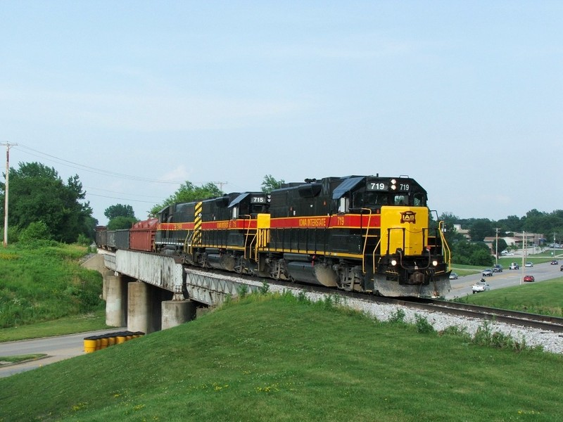 GP38-2's 719, 715, and GP38AC 625 lead a BICB through the town of Altoona, IA, just outside of Des Moines. A few of us Chicago Mafia folks were in route to Nebraska for a UP 844 chase and just so happened to run into this guy! 06-25-07