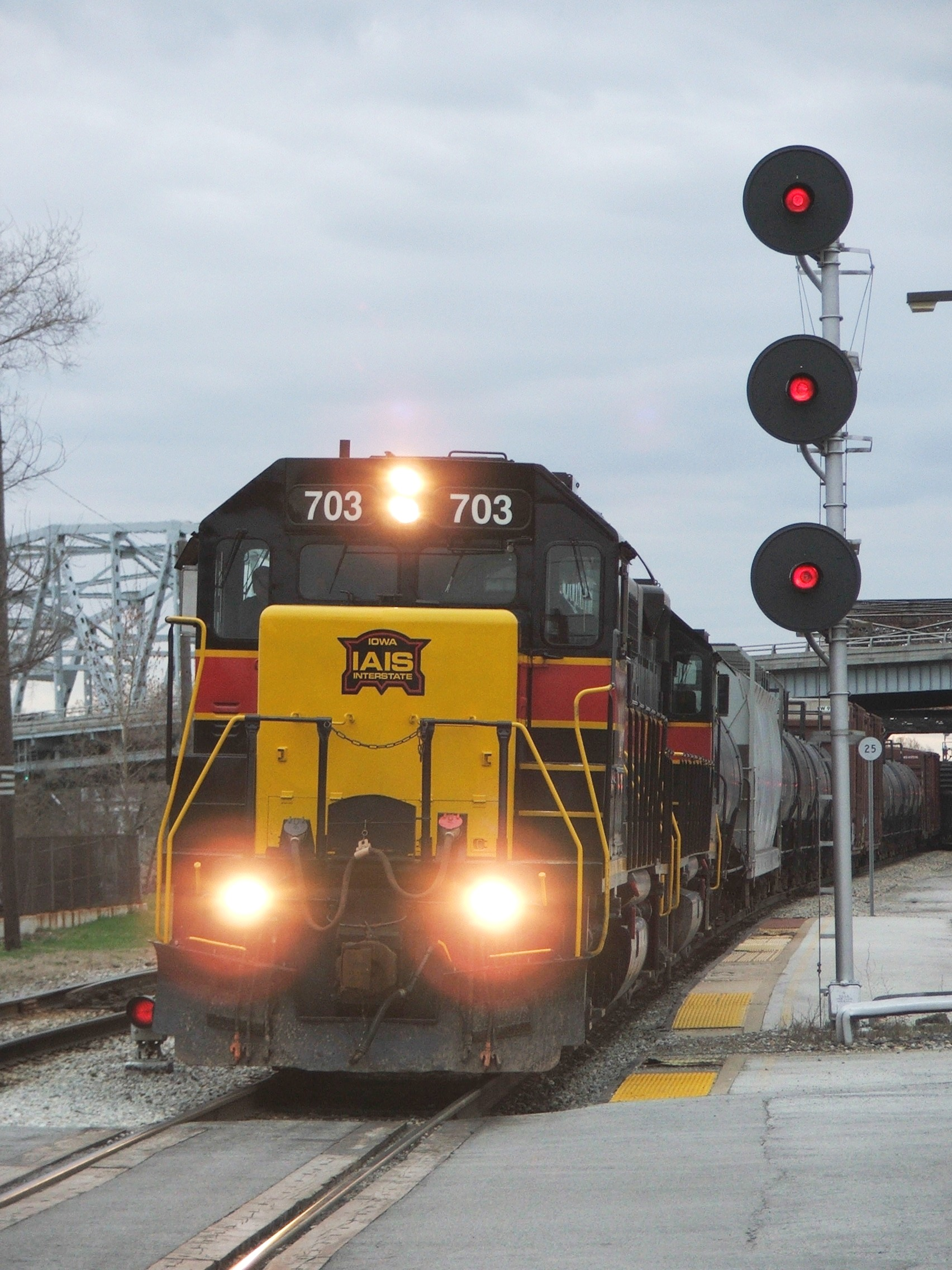 Iowa 703 brings BISW through Blue Island Depot, passing the old RI searchlights still standing here. 04-01-07